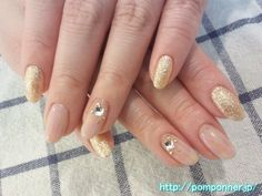 Simple nail beige and gold