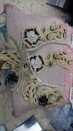 Crochet ideas that you'll love Embroidery Suits Design, Embroidery Designs, Col Crochet, Motifs Perler, Traditional Dresses, Beaded Embroidery, African Fashion, Elsa, Beads