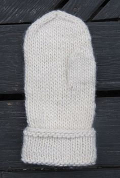 Ravelry: Lovikka with round top pattern by Lena Hillring free pattern Knitting Patterns Free, Free Knitting, Baby Knitting, Knit Mittens, Knitted Gloves, Top Pattern, Free Pattern, Knitting For Kids, Hand Warmers