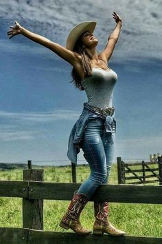 Country Style Outfits, Country Girl Style, Hot Country Girls, Country Women, Sexy Cowgirl Outfits, Cute Outfits, Cowgirl Clothing, Cowgirl Fashion, Cowgirl Dresses