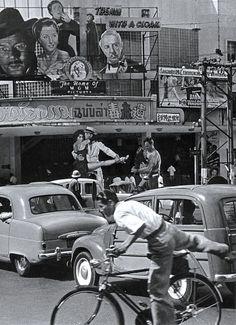 ย้อนรอยภาพถ่ายของเมืองไทยในอดีตรําความหลัง ตอนที่1 เรามาย้อนรอยกับภาพถ่ายของเมืองไทยในอดีต บ้านเมืองของเราในสมัยนั้นเป็นอย่างไร หลายคนวัยรุ่นสมัยนี่อ...