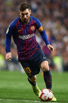 Lionel Messi of FC Barcelona in action during the La Liga match. Ronaldo Football Player, Football Players Images, Lionel Messi Barcelona, Barcelona Football, Messi 2017, Ballon D'or, Messi And Ronaldo, Cristiano Ronaldo, Mbappe Psg