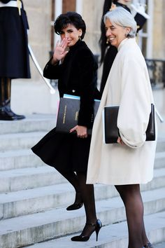 2 chic women black and white - so French