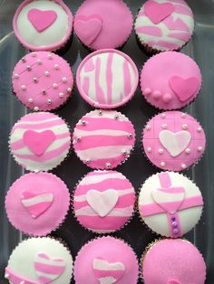 Cupcakes With Cream Cheese Frosting, Love Cupcakes, Love Cake, Cupcake Cookies, Fondant Cupcakes, Cupcake Toppers, Valentine Day Cupcakes, Valentines Day Food, Valentine Day Love