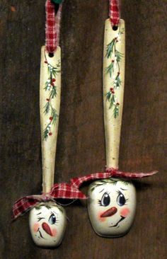 Handpainted measuring spoons Snowman decorations by KathysKountry Snowman Decorations, Snowman Crafts, Christmas Projects, Holiday Crafts, Christmas Decorations, Spoon Ornaments, Painted Ornaments, Xmas Ornaments, Diy Xmas