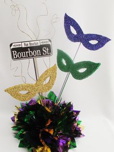 mardi gras centerpiece ideas using candles | mardi-gras-bourbon-st-centerpiece