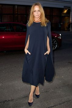 Stella McCartney hit her FROW in this effortlessly stylish navy dress.