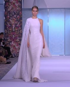 Ralph & Russo Look 48 White silk halter mermaid evening maxi dress / evening gown with silk crêpe one shoulder cape, geometrically embroidered with glass beads, pearls, crystals and silk thread-work. Couture Mode, Couture Fashion, Bridal Fashion, Runway Fashion, Elegant Dresses, Beautiful Dresses, Awesome Dresses, Couture Dresses, Fashion Dresses