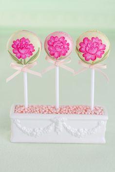 Cake pops avec fleurs peinturées à la main / Hand Painted Floral Cake Pops