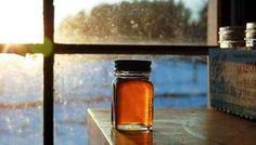 Sirop contre la toux Faites infuser du thym dans 250 ml d'eau bouillante puis ajoutez 4 càs de miel bio. Placez le sirop dans un flacon en verre. Prenez une à 2 càs de ce sirop 2 à trois fois par jour pour soulager la toux et l'inflammation des voies respiratoires.
