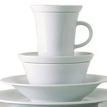Kahla Update White Dinnerware. Gorgeous. Simple. Understated. Expensive. Sigh.