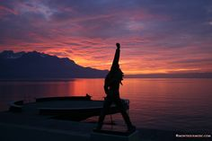 Sunset in front of Freddie Mercury, Montreux Riviera  © MontreuxMusic, with #SwissPrestigeLimousine