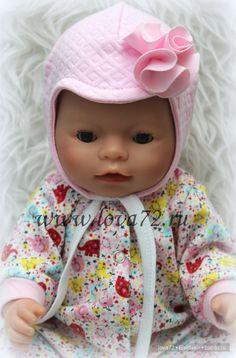 Добрый день всем заглянувшим! Вот такую шапочку для вашей куколки можно сшить в считанные минуты Особых описаний фото не