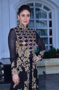 Kareena Kapoor Photos, Kareena Kapoor Khan, Red Long Sleeve Dress, Deep V Neck Dress, Bollywood Saree, Bollywood Fashion, Manish Malhotra Dresses, Anarkali Frock, Anamika Khanna
