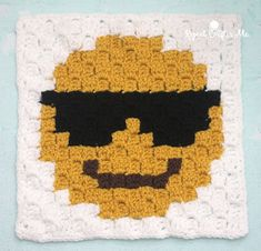 Sunglasses Emoji C2C crochet square and pixel graph