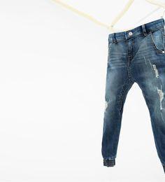 Imagen 4 de Jeans lavado con rotos de Zara