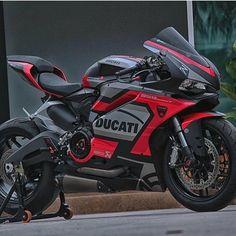 Ducati 959 Panigale. Vicious color scheme.