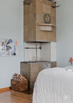 Olipa kerran Askaistenkuja ja siellä pieni suloinen tupa.  Tähän Turun Mäntymäessä sijaitsevaan pikku-kotiin ei voi olla ihastumatta - isoista ikkunoista tuleva luonnonvalo saa seinien hennot pastellinsävyt hehkumaan - asunnon tunnelma puulattioineen on ainutlaatuinen ja lumoava.  Pinta-alaa asunnossa on 40 m2 ja se koostuu eteisestä, keittiöstä, makuuhuoneesta, kylpyhuoneesta sekä erillisestä wc:stä. Kaikki toiminnot ovat yhdessä tasossa, mutta yhtiöjärjestyksen mukaan huoneiston alustassa…