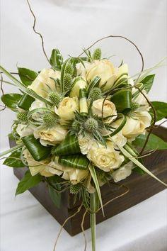 This bridal bouquet is stunning Ikebana, Deco Floral, Arte Floral, Floral Bouquets, Wedding Bouquets, White Flowers, Beautiful Flowers, Green Flowers, Modern Flower Arrangements
