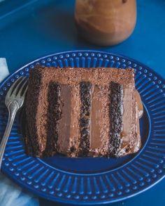 Receita de bolo 5 chocolates publicada na edição especial de Páscoa da Revista Gula em abril de 2015.