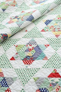 English paper piecing, or EPP, is a terrific way to accurately piece some incredible quilt blocks. Learn about some fun paper piecing project ideas. Star Quilts, Scrappy Quilts, Quilt Blocks, Denim Quilts, Star Blocks, Patch Quilt, Triangle Quilt Pattern, Hexagon Quilt, Hexagons
