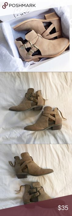 Tan Ankle Booties With Buckles Gorgeous booties, lightly used. No obvious signs of any wear. Gold hardware. Zips up the back. Just-Fab. Price firm. Bundle for discounts. Feel free to ask any questions :-) Steve Madden Shoes Ankle Boots & Booties