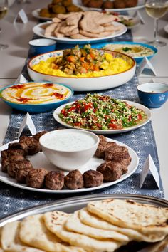 Home made Middle Eastern Feast, drooling now! Lebanese Recipes, Turkish Recipes, Greek Recipes, Ethnic Recipes, Middle East Food, Middle Eastern Recipes, Tapas, Mezze, Food Porn