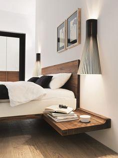 Impression de légèreté avec le lit et ses chevets suspendus.