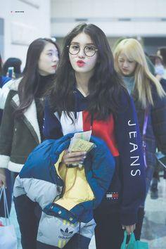 Jeon somi is love Jeon Somi, Nayeon, Kpop Girl Groups, Kpop Girls, Kpop Fashion, Korean Fashion, Airport Fashion, Korean Girl, Asian Girl