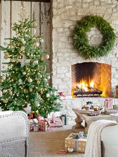 Holiday Living Room | Content in a Cottage