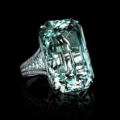 No Monday blues possible when this 67+ carat aquamarine ring by Robert Procop is the first thing you lay eyes on!  #RobertProcop #aquamarine