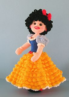 Free Crochet Pattern For Snow White Dress : Snow White Doll on Pinterest Princess Doll Cakes, Snow ...