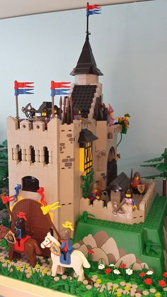 Posted Image Lego Burg, Lego Village, Classic Lego, Lego Knights, Asian History, British History, Lego Army, Post Mortem Photography, Lego System