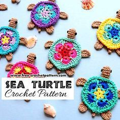 Crochet Flowers Patterns This crochet sea turtle applique creates a sense of innocence and friendliness. - This crochet sea turtle applique creates a sense of innocence and friendliness. Appliques Au Crochet, Crochet Pattern Free, Cute Crochet, Crochet Motif, Crochet Flowers, Knit Crochet, Crochet Patterns, Diy Crochet Applique, Crochet Accessories Free Pattern