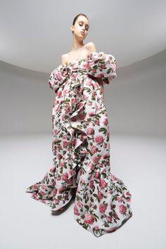 Giambattista Valli Paris Fashion Show - Spring Summer 2020 Haute Couture - Vogue<br /> Dope Fashion, Fashion Week, Fashion 2020, Paris Fashion, Runway Fashion, Fashion Trends, Haute Couture Paris, Spring Couture, Collection Couture