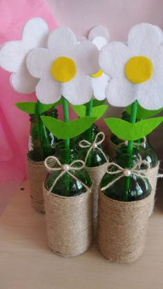 Soda şişesinden saksı – Valentine's Day Easy Valentine Crafts for Kids to Make Felt flowers in bottles Kids Crafts, Crafts For Kids To Make, Preschool Crafts, Easter Crafts, Felt Crafts, Diy And Crafts, Valentine Crafts For Kids, Spring Crafts For Kids, Mothers Day Crafts
