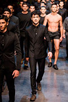 Dolce & Gabbana Spring 2014 Menswear Collection Photos - Vogue