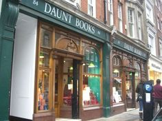 Daunt Books is an original Edwardian bookshop with long oak galleries and graceful skylights in London. It already has five branches in the city. Daunt Books specializes in travel books, travel accounts, non-fiction, history and fiction, which are all organized under the relevant country.