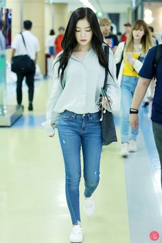 Korean Fashion Trends, Kpop Fashion, Girl Fashion, Fashion Outfits, Womens Fashion, Airport Fashion, Kpop Outfits, Korean Outfits, Casual Outfits