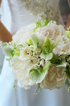 @Kaitlin MacInnis Coffey I know you want green & white flowers... I think this boquet is kinda pretty.