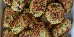 Super nemme kyllingedeller, der både har en god smag af hvidløg og ser flotte ud med rødløg og frisk grøn persille. Lækre til aftensmad og ligeså ideelle i madpakken.