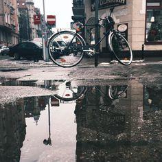 Foto-temat tygodnia: Poznań w kałuży. Fot. @darom77. #poznan #igerspoznan #igerspoland #puddle #puddlegram #igers #poland #polska #poznanwkaluzy #jj #vsco #vscocam #vscogrid #best_streetview #parkedbikesoftheworld by igerspoznan_official