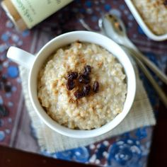 BELJAKOVINSKI RIŽEV NARASTEK - Sestavine: * 200g riževih kosmičev * 2 dcl riževega mleka * 3 žlice beljakovin * kokosov sladkor (količine po okusu) * vanilija v prahu * limonina lupinica (bio limona) * 4 jajca Priprava: www.malinca.si/blog/beljakovinski-rizev-narastek
