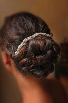 We just love this bridal hairstyle and the accessory makes this look a 10! Photo by Edmonson Weddings #wedding #bridal #hair #updo