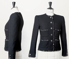 Você já imaginou como é feito um casaco de alta-costura da Chanel? Uma peça pode levar até 130 horas pra ficar pronta e conta com um processo superartesanal. Vem ver o vídeo!