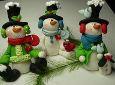 Polymer clay snowmen ornaments by zoey_fitzpatrick Fondant Figures, Polymer Clay Figures, Sculpey Clay, Polymer Clay Projects, Polymer Clay Crafts, Polymer Clay Creations, Polymer Clay Ornaments, Polymer Clay Christmas, Snowman Ornaments
