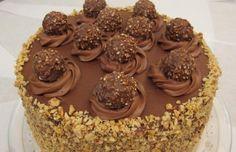 Ricetta della torta ispirata ai famosi Ferrero Rocher, i golosissimi cioccolatini alla gianduia e nocciole.