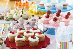 taste the rainbow of cupcakes- a cupcake for every color in the rainbow