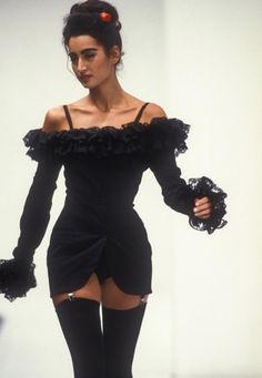 I love the style of this dress along with the chiffon trim around the cuffs and the neckline Fashion Killa, Look Fashion, 90s Fashion, Couture Fashion, Runway Fashion, High Fashion, Fashion Show, Vintage Fashion, Fashion Outfits