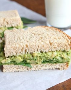 Smashed Chickpea & Avocado Salad Sandwich -- two peas & their pod. This Smashed Chickpea & Avocado Salad Sandwich gets it's creaminess from the avocado! Whole Foods, Whole Food Recipes, Cooking Recipes, Do It Yourself Food, Food Porn, Salad Sandwich, Chickpea Sandwich, Chickpea Salad, Sandwich Spread
